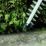 Einhell Taille-haies sur accu GE-CH 1846 Li Solo Power X-Change (18 V, Longueur de coupe 46 cm, Ecartement des dents 15 mm, batterie 1,5 Ah) de la marque Einhell image 4 produit